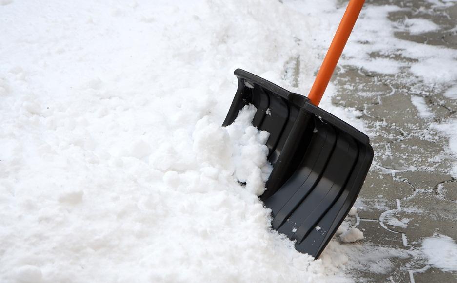 Сколько стоит очистка кровли от снега